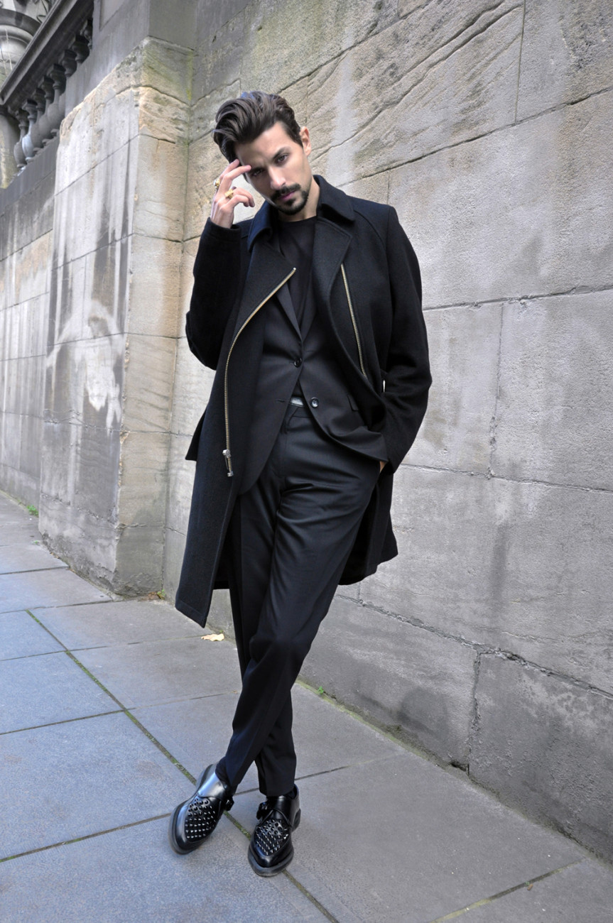 black x black -- casual menswear style + fashion I ️black man with beards! Find this Pin and more on Fashionable Black Men by Rachael & Benjamin Carter. A men's fashion/lifestyle moodboard featuring men's street style looks, beards and various facial hair styles, tattoo art, inspiring street fashion photography, and clothing from the best menswear labels and streetwear brands.