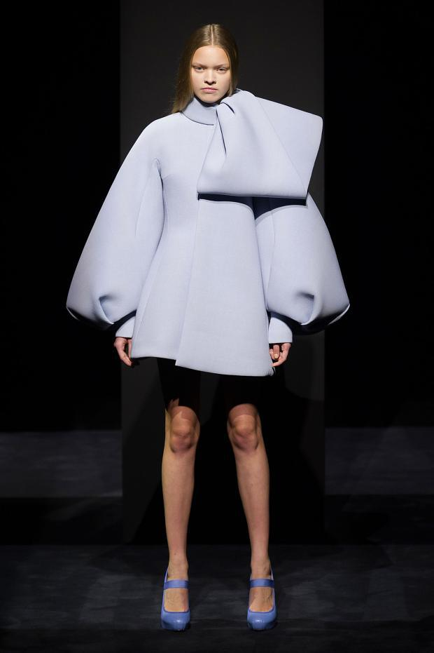 Dice kayek haute couture f w 2014 2015 structure couture for Define couture fashion