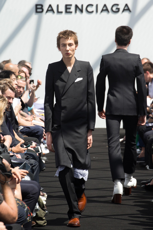Balenciaga Menswear SS 2017 Paris (27)