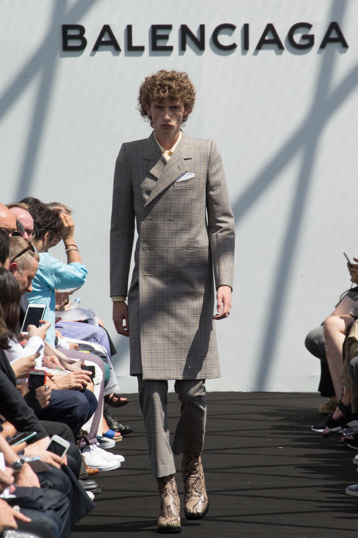 Balenciaga Menswear SS 2017 Paris (9)