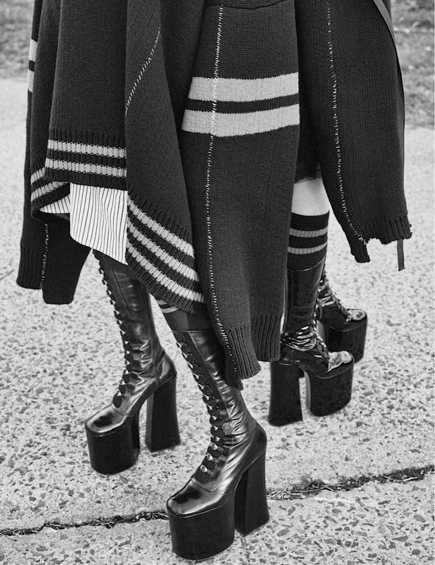 Odette Pavlova & Lia Pavlova by Craig McDean (1)