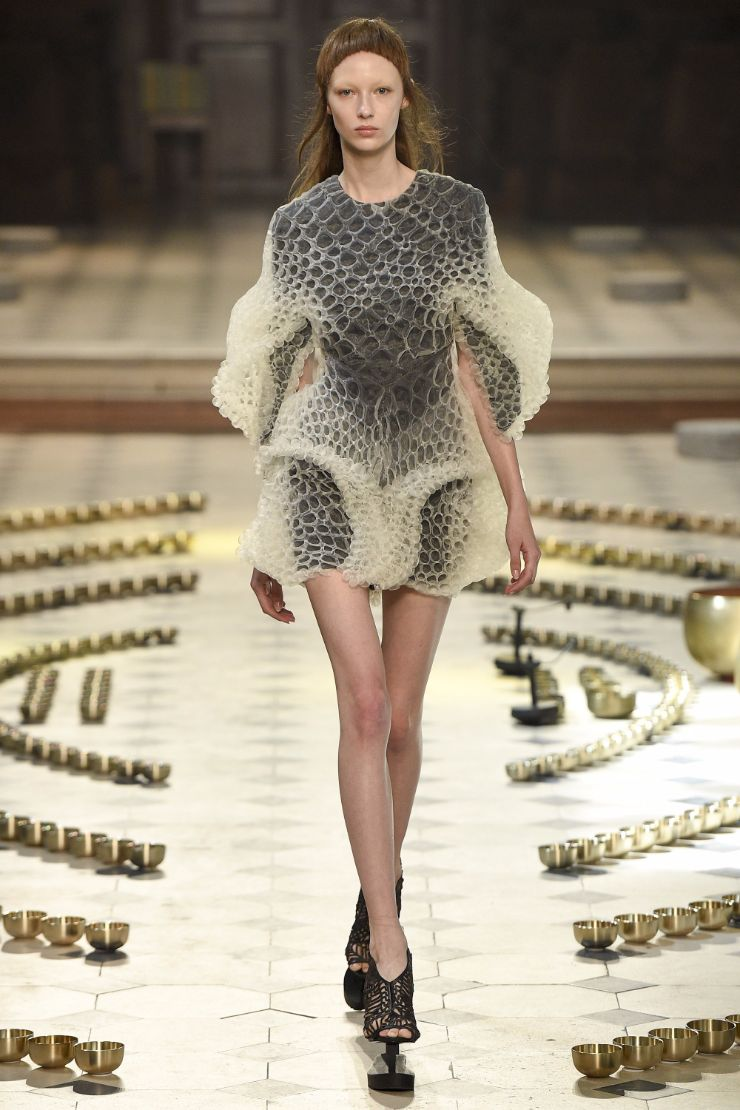 Iris van herpen haute couture f w 2016 paris graveravens for Couture a paris