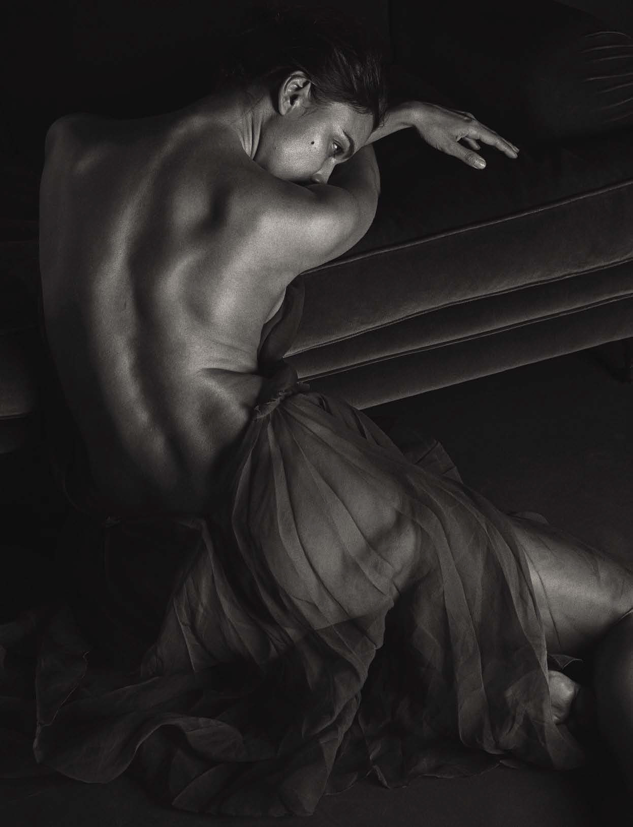 Irina Shayk by Mario Sorrenti (2)