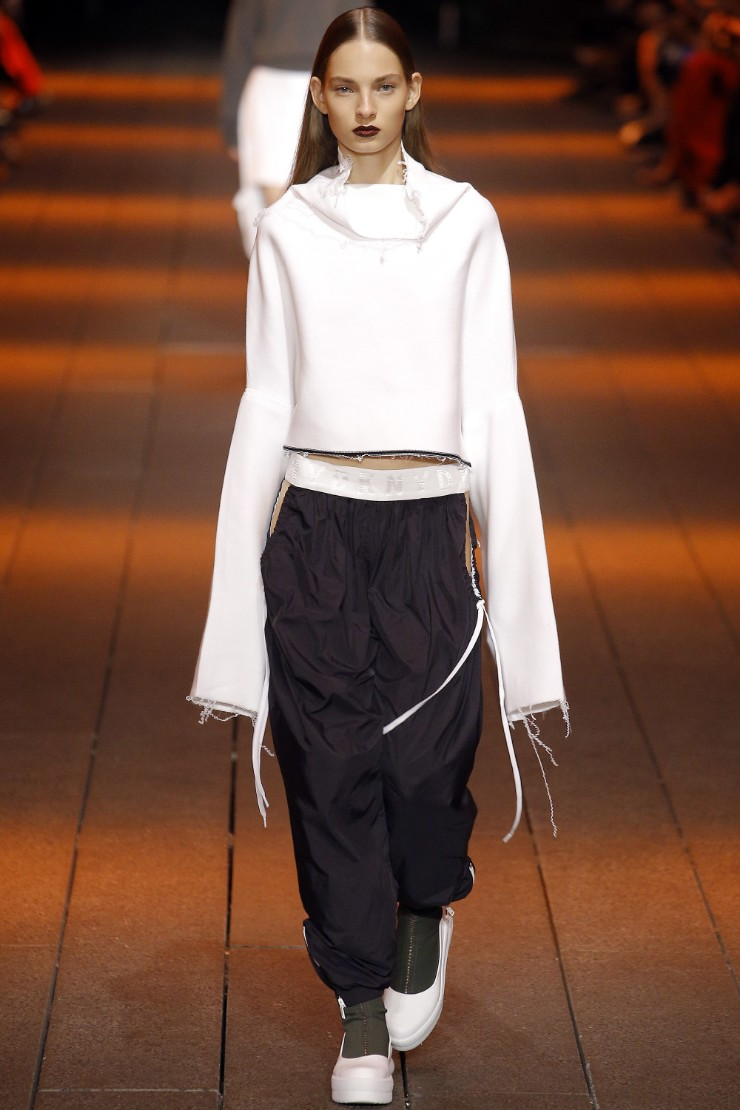 dkny-ready-to-wear-ss17-nyfw-graveravens-12