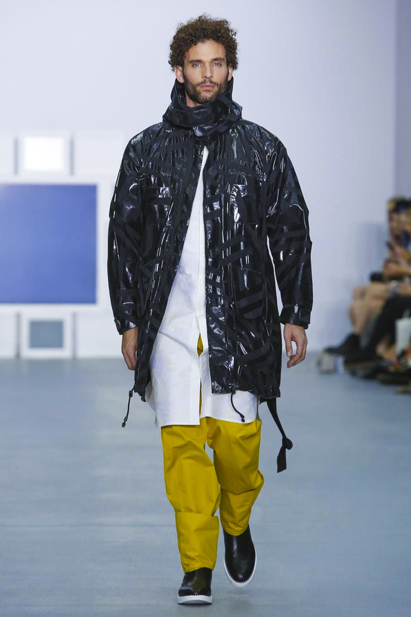 Teatum Jones Created A Cool Update On The Trench Coat: Teatum Jones Ready To Wear S/S 2017 LFW