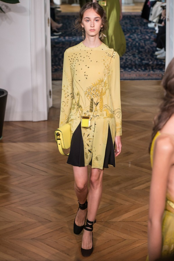 valentino-ready-to-wear-ss-2017-pfw-23