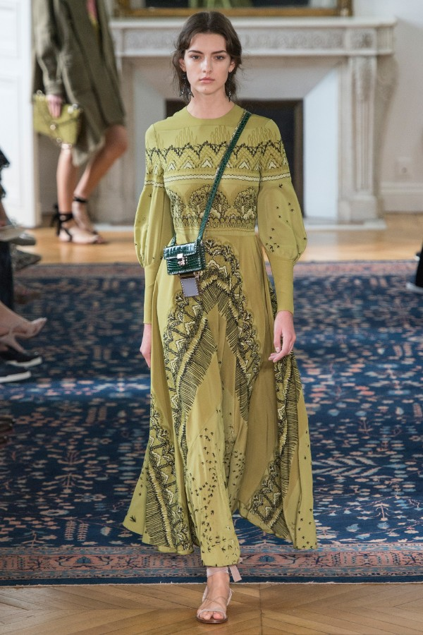 valentino-ready-to-wear-ss-2017-pfw-27