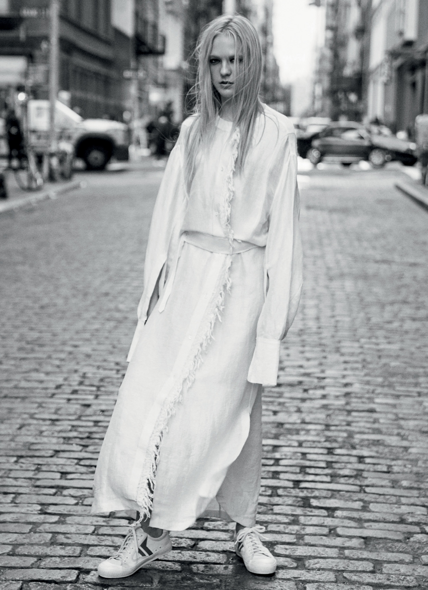 marie-claire-uk-january-2017-emilie-evander-by-david-roemer-10