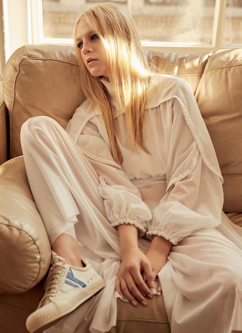 marie-claire-uk-january-2017-emilie-evander-by-david-roemer-6